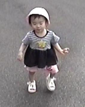 1歳4ヶ月の子供の散歩デビュー.jpg